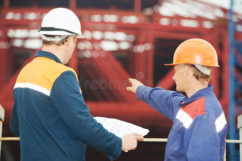 Führt Erbauer an der Baustelle aus stockfotografie