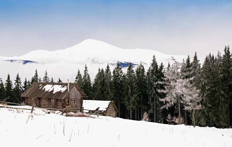 Führt Hütten in den Bergen lizenzfreie stockbilder