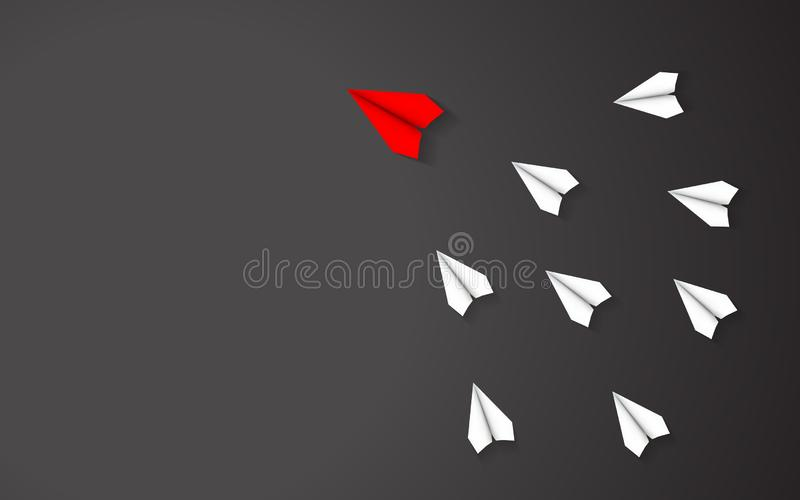 Führung des roten Papierflugzeugkonzeptes zwischen Weißbuchflugzeug auf schwarzem Hintergrund Schlüsselfigur und Geschäft erfolgr lizenzfreie abbildung