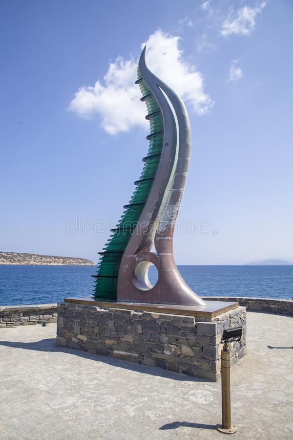 Fülle-Statue, Horn von Amalthea am Wasser umranden, Agios Nikolaos, Kreta stockfoto