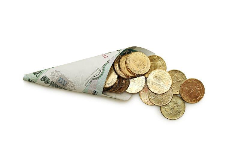 Fülle von Banknoten und von Münzen Getrennt auf weißem Hintergrund stockbilder