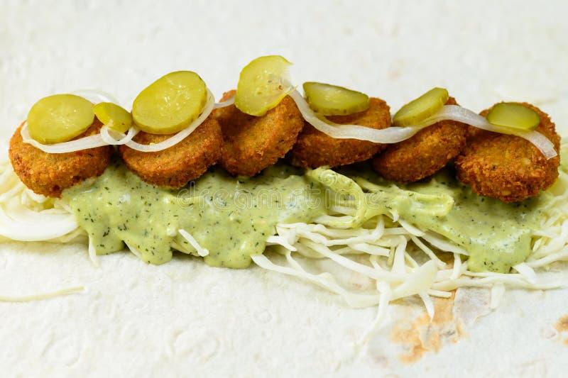 Füllen für Falafelrolle auf hellem Hintergrund Vegetarisches Lebensmittel, s lizenzfreie stockfotografie