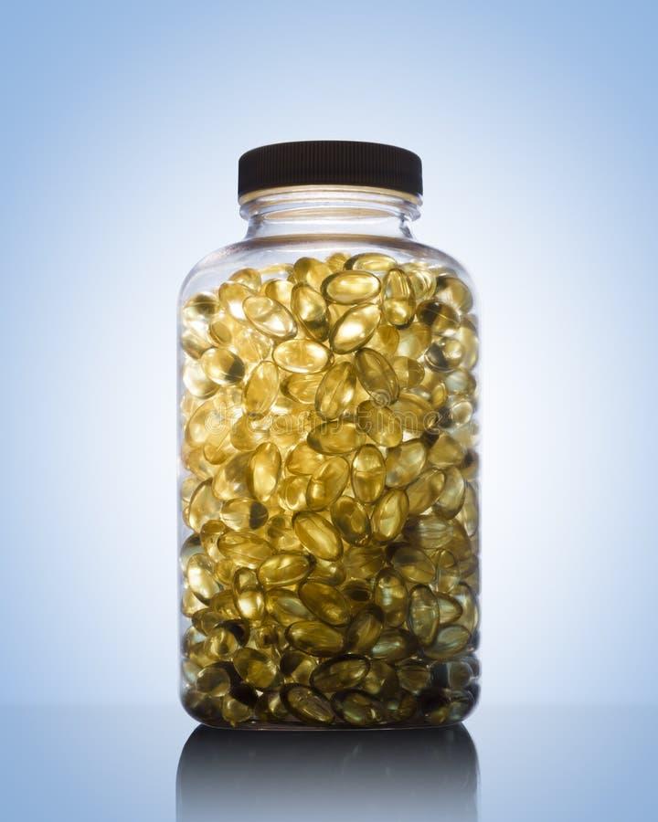 Füllen Sie voll vom Fischöl Omega 3 und von Vitamin D ab lizenzfreie stockfotografie