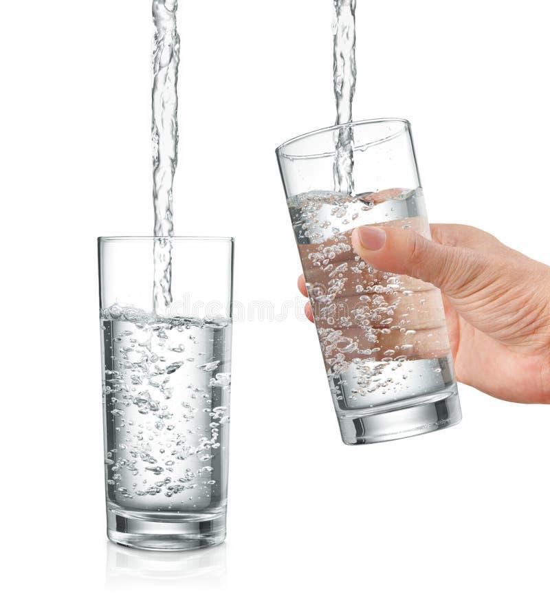 Füllendes Wasser lizenzfreies stockbild