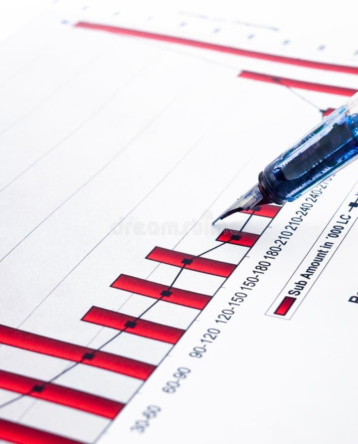 Füllfederhalter- und Geschäftsdiagramme stockfotos