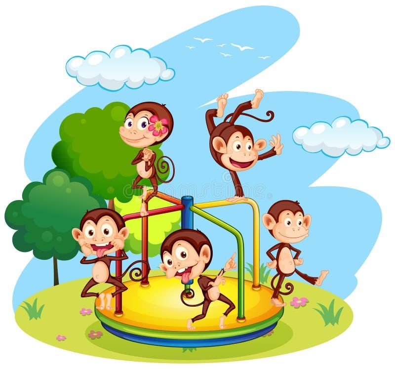 Fünf Affen, die auf Karussell spielen vektor abbildung