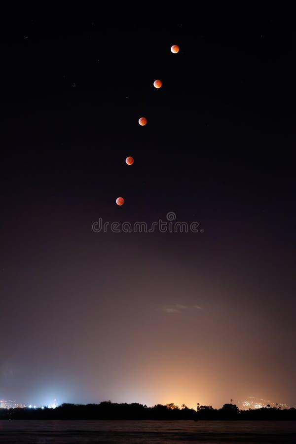 Fünf Blut Wolf Moons Rising lizenzfreie stockbilder