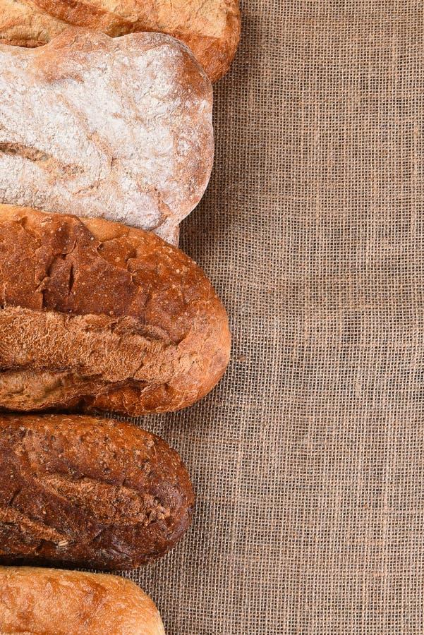 Fünf Brotlaibe lizenzfreies stockbild