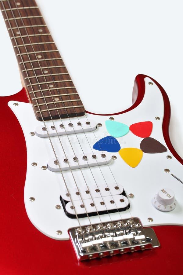 Fünf farbige Auswahl auf einer Gitarre stockbild