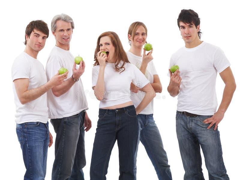 Fünf Leute mit grünen Äpfeln stockbild