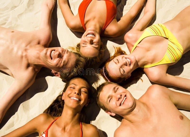 Fünf Teenager stockbild