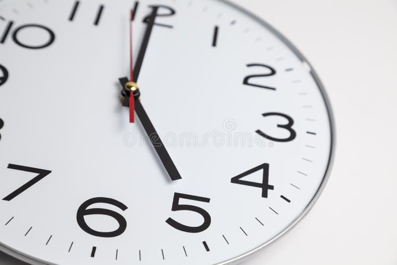 Fünf Uhr lizenzfreies stockbild