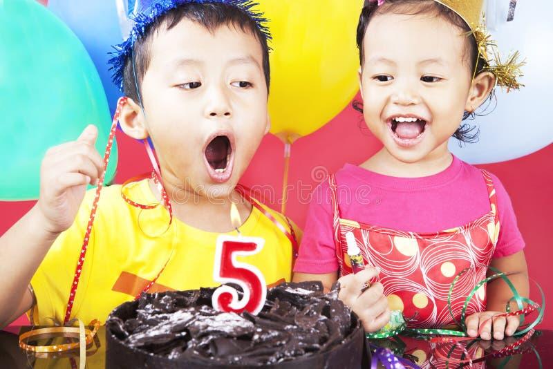 Fünfte Geburtstagsfeier stockbild