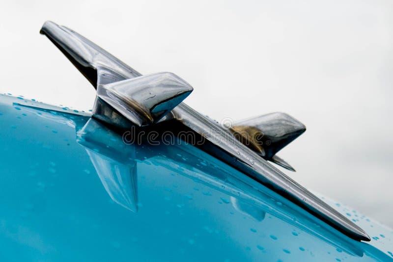 fünfziger Jahre Chevy BelAir-Haubenverzierung lizenzfreies stockfoto