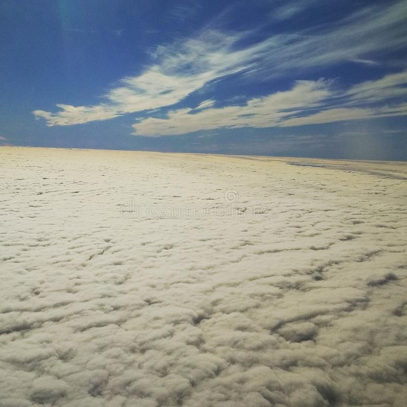 Für die Öffnungswolken stockfoto