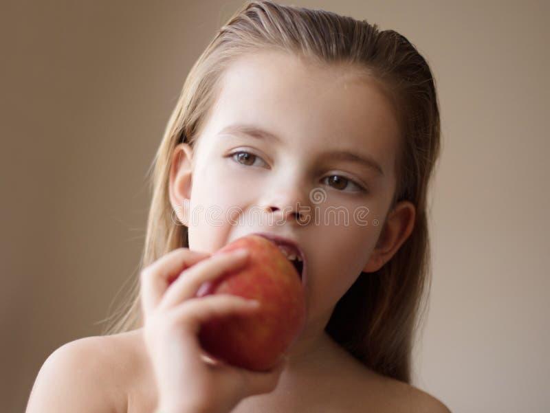 Für ein gesundes Leben ein Apfel ein Tag lizenzfreies stockbild