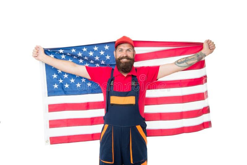 Für unsere Nation dankbar sein Gl?ckliche Arbeitskraft auf wei?em Hintergrund Arbeiterholdingamerikanische flagge Nette Ausstattu lizenzfreies stockbild