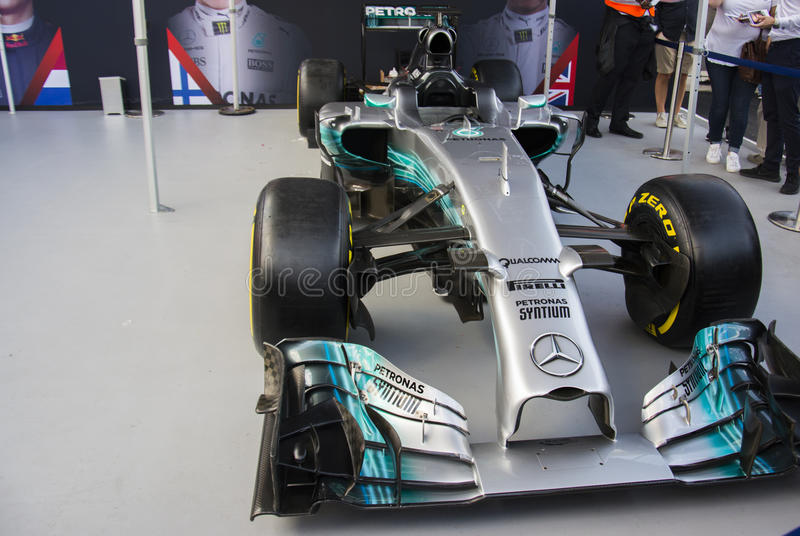 F1居住伦敦默西迪丝汽车 免版税库存图片