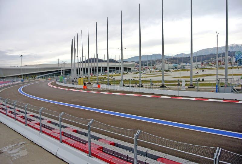 F1电路在索契公园阴云密布秋天天(索契、克拉斯诺达尔,俄罗斯) 库存照片