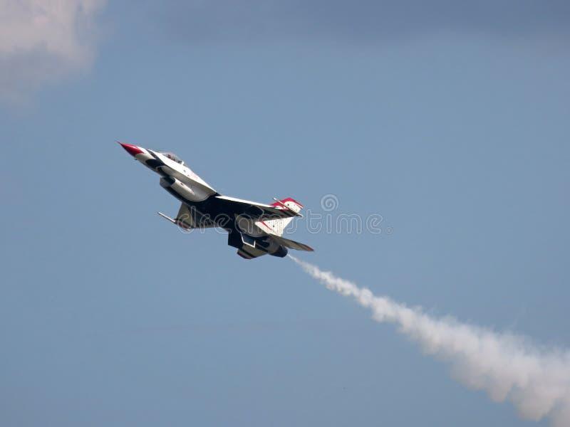 F-16缓慢的通行证 库存照片