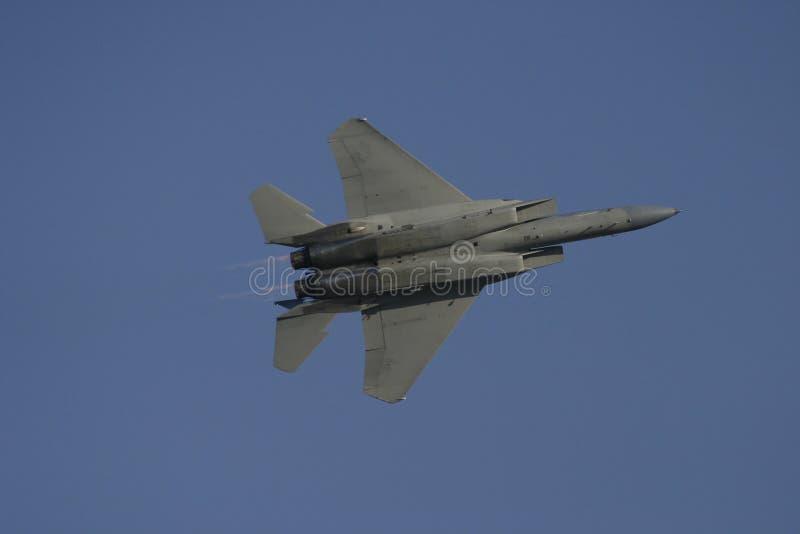 F-15 en vol de bas photo stock