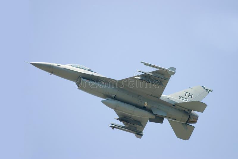 F-16飞行 免版税库存照片