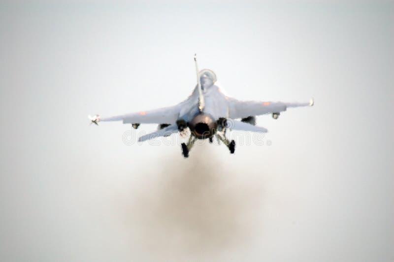 F-16 à de toute puissance photos libres de droits
