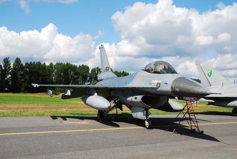 F-16 militar del aeroplano fotografía de archivo libre de regalías