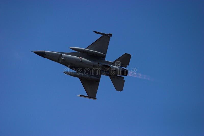 F-16 Nabrander stock afbeelding