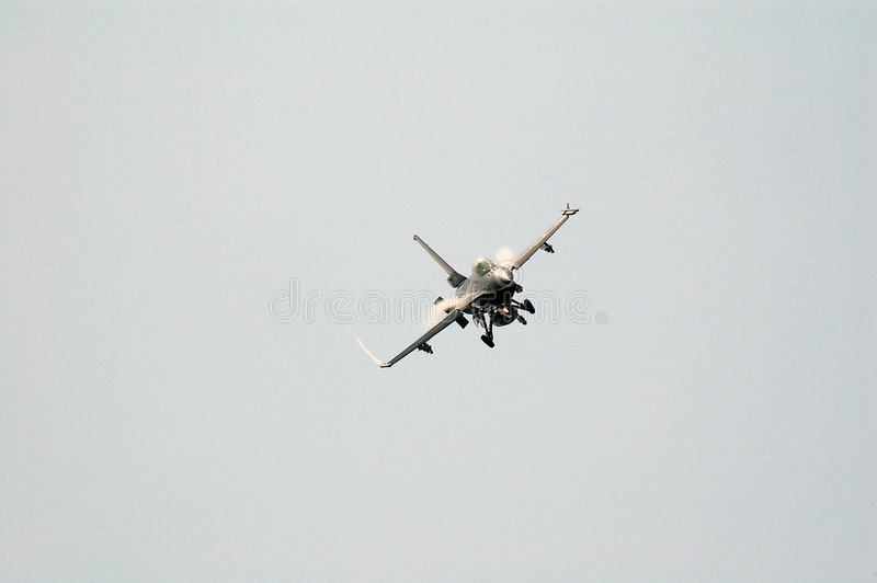 F-16 no airshow imagens de stock royalty free