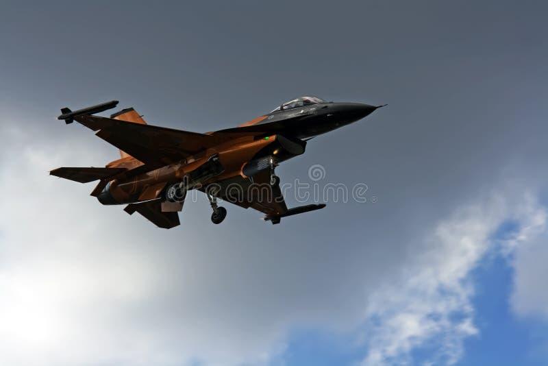 F-16 anaranjado imagen de archivo libre de regalías