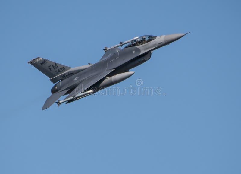 F-16C Walcz?cy jastrz?bek fotografia royalty free