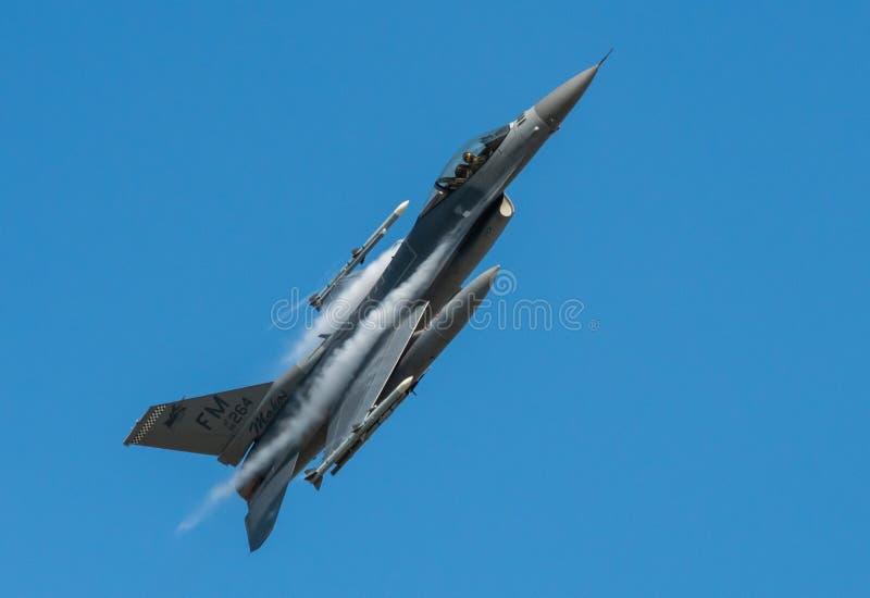 F-16C Walcz?cy jastrz?bek obraz stock