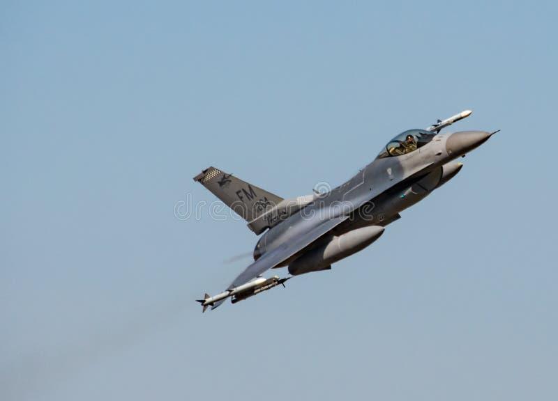 F-16C Walcz?cy jastrz?bek zdjęcie stock