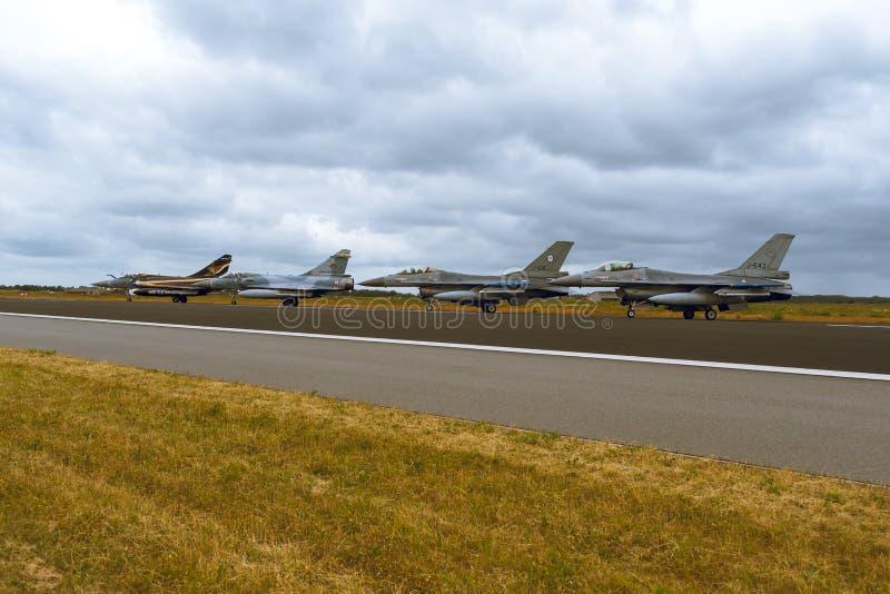 F-16 et mirage 2000 à l'OTAN Tiger Meet 2014 photo libre de droits