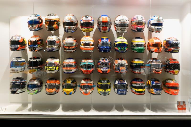 F1-helmen met toewijding die andere piloten aan Fernando Alonso hebben gegeven stock afbeeldingen