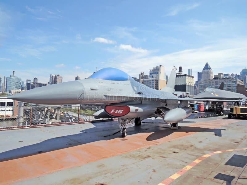 F-16 het Vechten Valk royalty-vrije stock afbeeldingen
