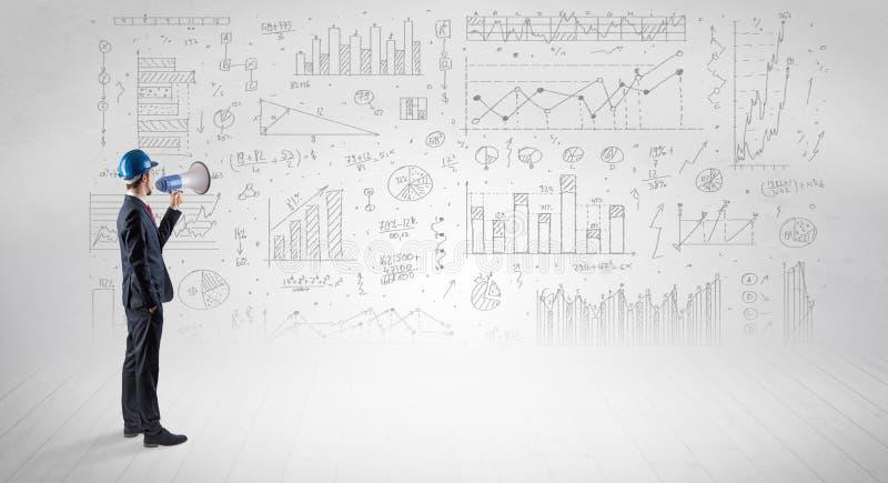 F?hren Sie das Halten eines Planes und der Stellung mit Diagrammen, Diagrammen und Berichten ?ber den Hintergrund aus stockfotos