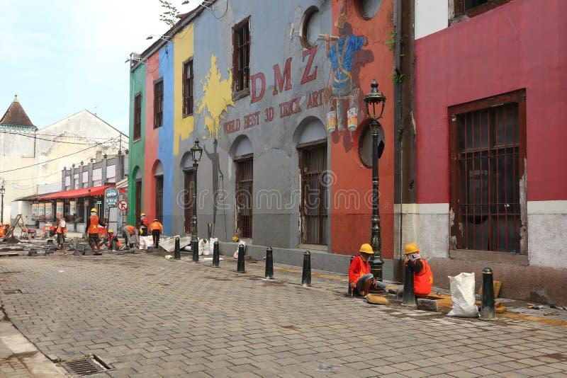 F?hrt alter Stadtbereich Semarangs intensiv Erneuerungen durch stockfoto
