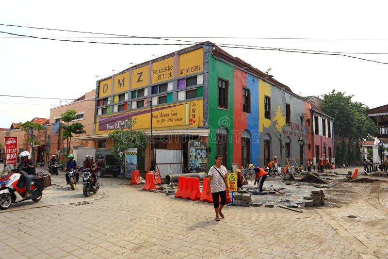 F?hrt alter Stadtbereich Semarangs intensiv Erneuerungen durch stockfotografie