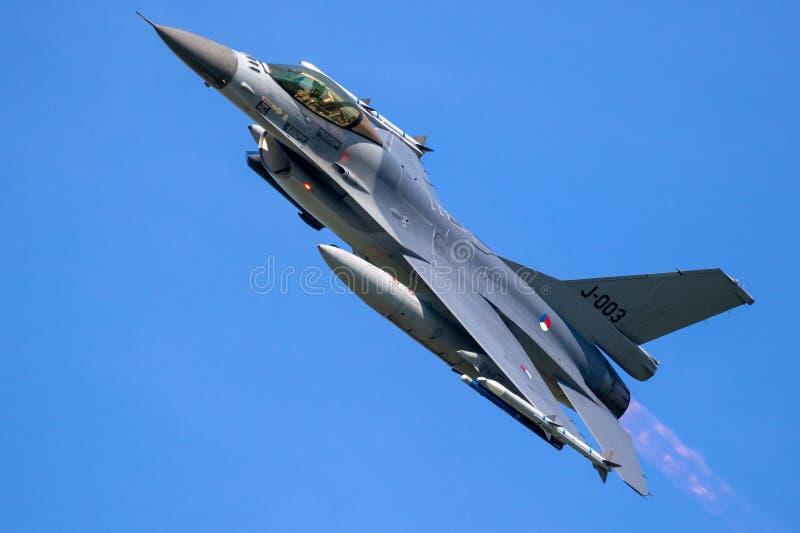 F16 myśliwa samolot zdjęcia royalty free