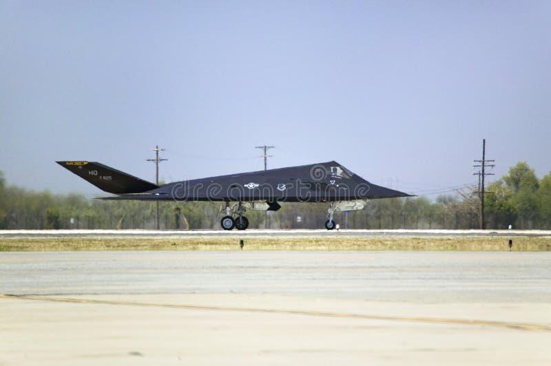 F-117A Nighthawk-Heimlichkeits-Düsenjäger lizenzfreie stockfotografie