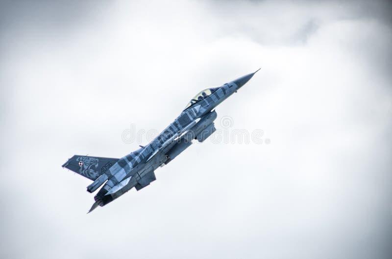 F-16 op Radom Airshow, Polen stock foto