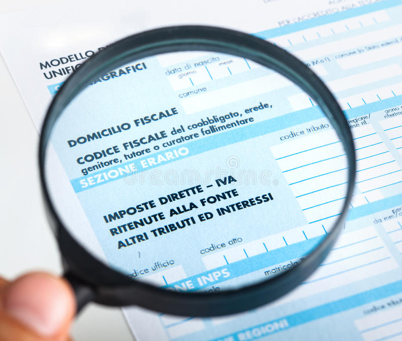 F24 per la dichiarazione dei redditi in Italia immagini stock libere da diritti