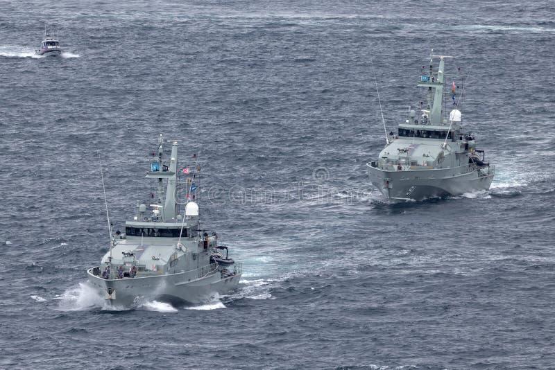 F?r Armidale-grupp f?r HMAS Broome ACPB 90 och f?r HMAS Bundaberg ACPB 91 fartyg patrull av den kungliga australiska marinen royaltyfri fotografi