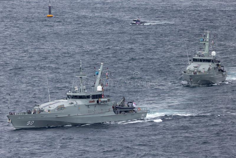 F?r Armidale-grupp f?r HMAS Broome ACPB 90 och f?r HMAS Bundaberg ACPB 91 fartyg patrull av den kungliga australiska marinen arkivbild