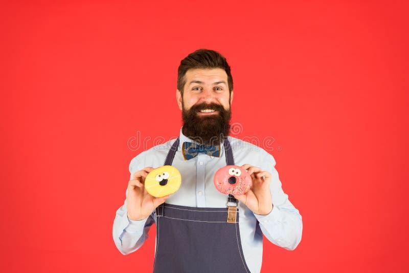 F?r bagareh?ll f?r Hipster sk?ggiga donuts s?t munk Uppassare i kaf? Munkkalorier glasad munk Uppsökt väl ansat arkivfoton