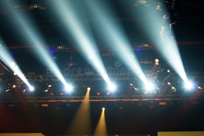 F?r belysningkonstruktion f?r kapacitet flyttande medeltal f?r ljus fotografering för bildbyråer