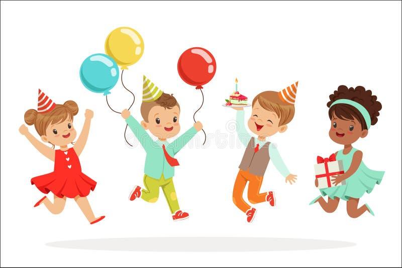 F?r f?delsedagber?m f?r sm? barn parti med festliga attribut och den f?rtjusande ungeupps?ttningen av tecken vektor illustrationer