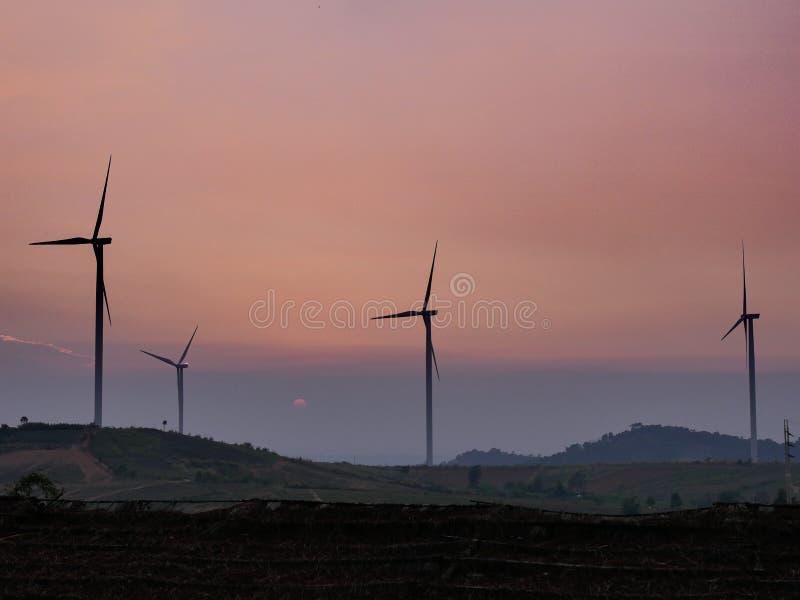 f?r lantg?rdk?lla f?r alternativ energi wind f?r turbin arkivfoton
